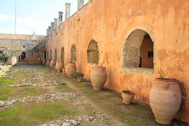 cortile-monaci_monastero-di-arkadi_creta