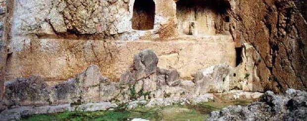 La fonte Castalia di Delfi - Santuario di Delfi - Peloponneso - Grecia Continentale - Arché Travel Grecia