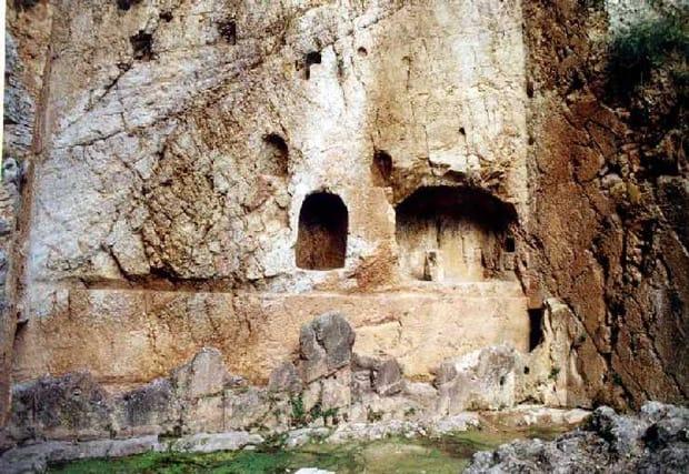 La fonte Castalia di Delfi - Santuario di Delfi - Stadio - Grecia Continentale - Arché Travel Grecia
